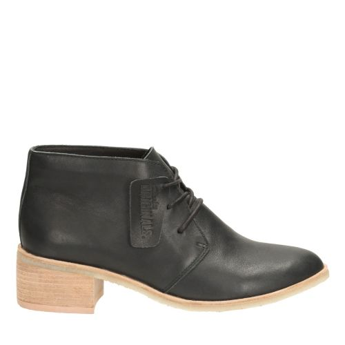 Clarks Womens Phenia Carnaby In Black Leather, 6 Medium