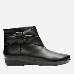 Everlay Mandy Black Leather womens-ankle-boots
