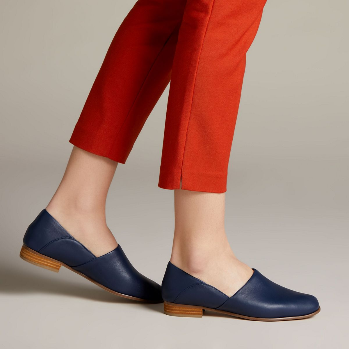 pausa Tarjeta postal Gran engaño  Pure Tone Navy Leather - Clarks Canada Official Site | Clarks Shoes