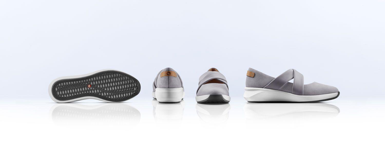 angled views of theUn Rio Cross womens shoe