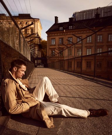 Alexander Skarsgård relaxing