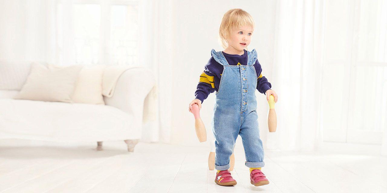 Ponte de pie en su lugar Tristemente acelerador  Shoe Size Chart & Guide - Shoe Size Conversion | Clarks