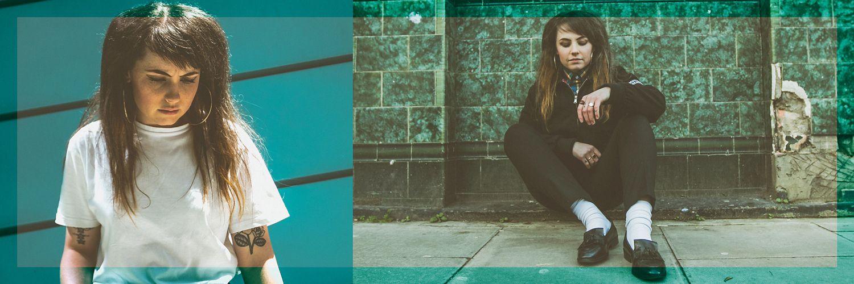 Nia Wyn sat on the pavement