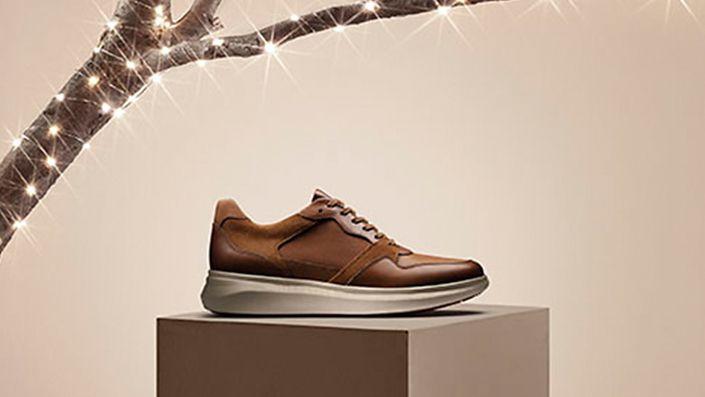 Mens sneaker, un globe run in dark tan